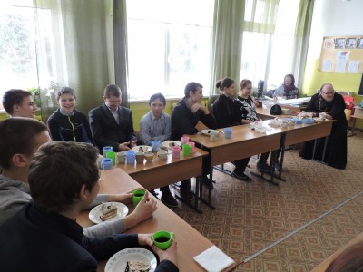 В праздник Сретения Господня священник встретился со школьниками села Норовка