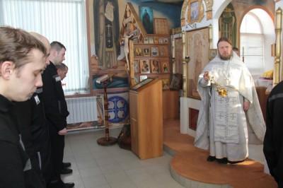 Протоиерей Владимир Кувшинов совершил Божественную литургию в храме при ИК-4