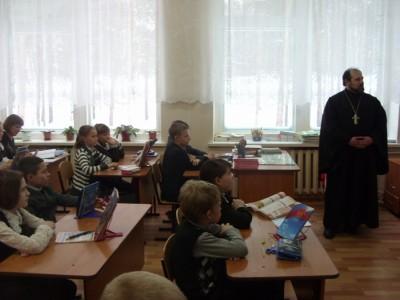 Клирики Городищенского благочиния поговорили со школьниками о милосердии