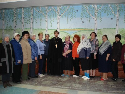 Встреча священника с отдыхающими в санатории имени С. М. Кирова