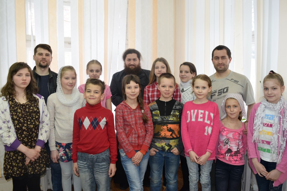 Активисты православного молодежного общества «Фавор» организовали досуг для юных прихожан во время весенних каникул