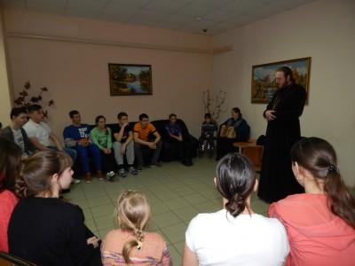 Священник встретился с молодежью рабочего поселка Золотаревка