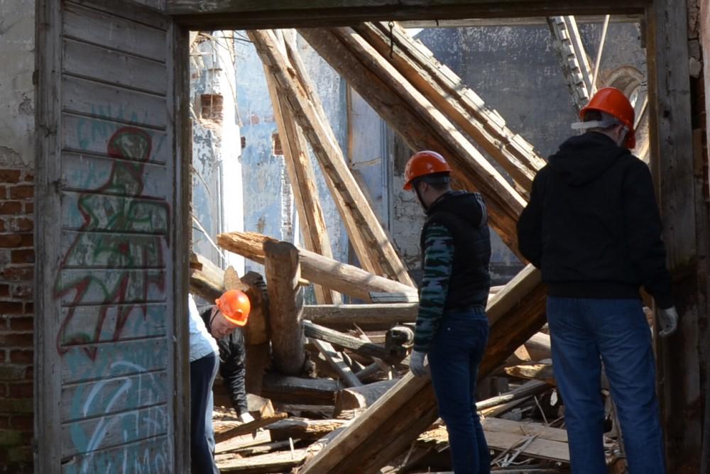 Представители православной молодёжи г. Пензы приняли участие в расчистке разрушенного Введенского храма в селе Чемодановка