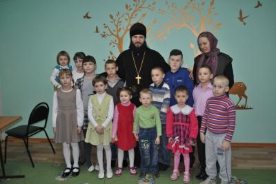 Благочинный Каменского округа посетил детский социальный приют города Каменки