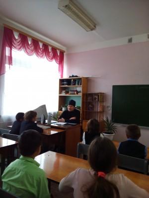 Священник встретился со школьниками села Елизаветино