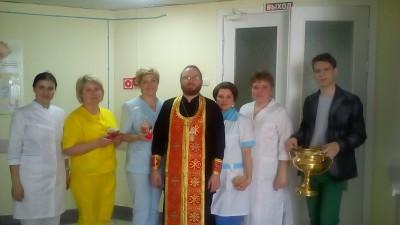 Священник поздравил персонал и пациентов медсанчасти № 59 г. Заречного с праздником Воскресения Христова