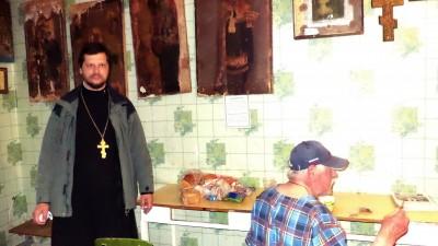 Священник встретился с постояльцами Дома ночного пребывания