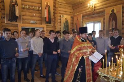 Священник благословил зареченских призывников на военную службу