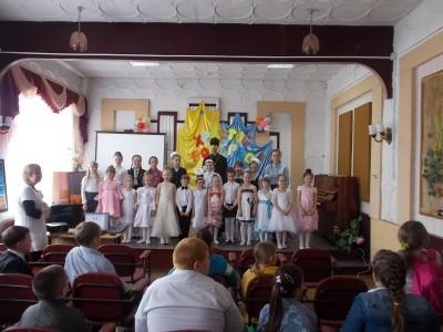 Священник поздравил воспитанников бессоновской музыкальной школы с праздником Светлой Пасхи