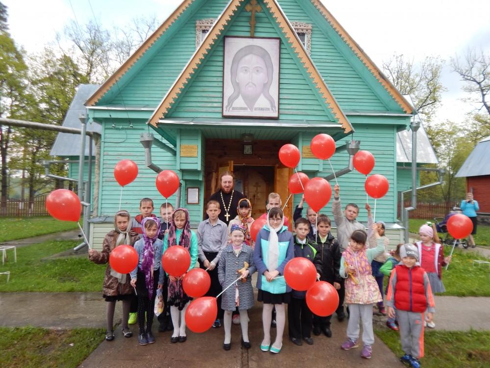 На Светлой седмице школьники побывали на экскурсии в храме Александра Невского при воинской части села Леонидовка