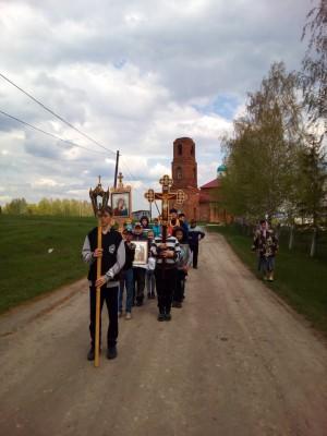 В селе Елизаветино прошел детский Пасхальный крестный ход