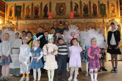 На территории Серафимовского храма Пензы состоялся пасхальный концерт воспитанников воскресной школы «Зернышки»