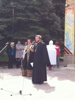 Священник поздравил участников фестиваля «Зареченские ласточки» с праздником Воскресения Христова