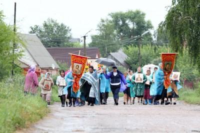 В канун празднования Тихвинской иконы Божией Матери во 2-м благочинническом округе Пензенского района состоялся крестный ход
