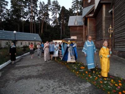 Чин Погребения Пресвятой Богородицы в храме cвятителя Николая Чудотворца микрорайона Ахуны