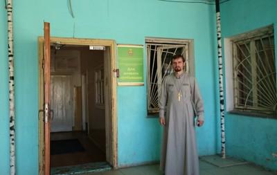 Сотрудники Никольского храма мкр. Ахуны доставили одежду в дом ночного пребывания