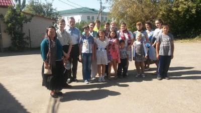 В день Успения Божией Матери воспитанники воскресной школы Богоявленского храма Мокшана поклонились месту, где ранее находился Успенский Собор