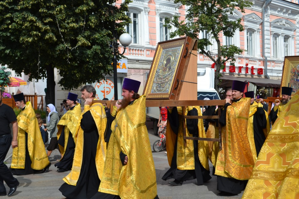 Прихожане Петропавловского храма приняли участие в крестном ходе