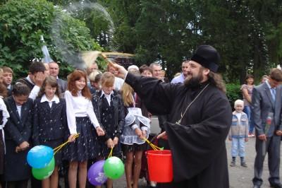 В Степановке прошла праздничная линейка по случаю Дня знаний