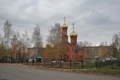 В Каменке продолжается благоукрашение территории храма Александра Невского