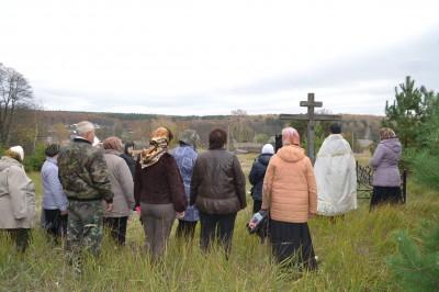 В Золотаревке совершили заупокойную литию на месте уничтоженного храма