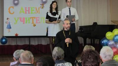 Священник поздравил педагогов с. Чемодановка с Днем учителя