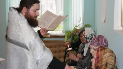 Священник поздравил постояльцев Дома Ветеранов г. Заречного с праздниками Рождества Христова и Новолетия