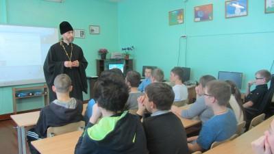 В посёлке Красное Польцо состоялась встреча священника со школьниками