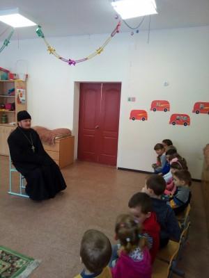 Священник посетил воспитанников детского сада в поселке Красное Польцо
