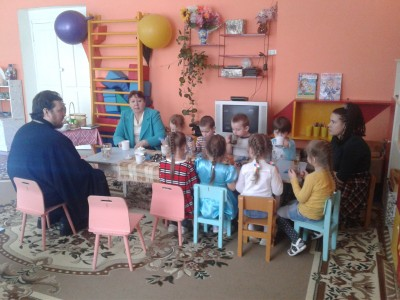 Священник Александр Черных посетил воспитанников мокшанского детского сада «Солнышко»