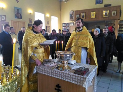 В Никольском храме в Терновке состоялся водосвятный молебен с акафистом Божией Матери перед ее чудотворным образом «Неупиваемая чаша»