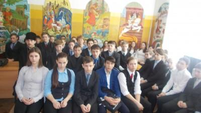 Благочинный Бессоновского округа встретился с молодёжью районного центра