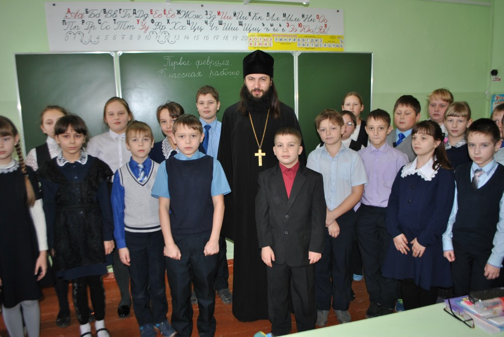 Священник встретился с учащимися МОУ СОШ №4 г. Каменки