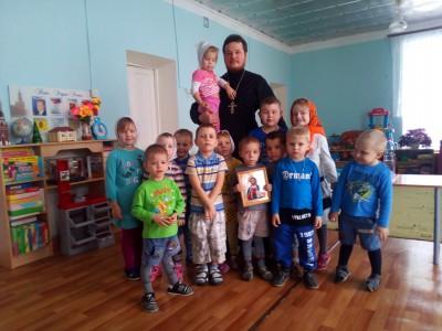 Священник посетил воспитанников детского сада в селе Симбухово