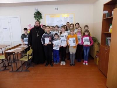 Священник встретился с воспитанниками творческого объединения «Святыни Отечества»