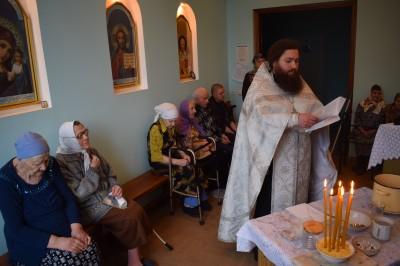 Священник Воскресенского молитвенного дома Заречного совершил Таинство Соборования в Доме ветеранов