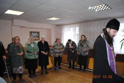 Благочинный Каменского округа совершил Таинство Елеосвящения в Центре комплексного социального обслуживания населения Каменского района