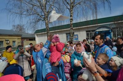 В Городище на Благовещение выпустили в небо голубей
