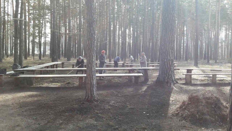 Зареченцы провели субботник у храма-часовни в честь Георгия Победоносца