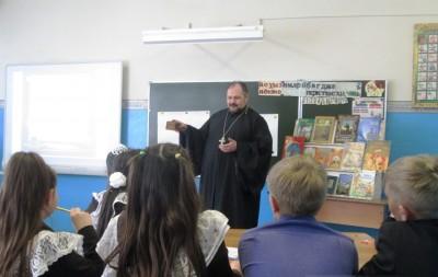 В рамках семинара учителей Городищенского района священнослужитель принял участие в открытом классном часе