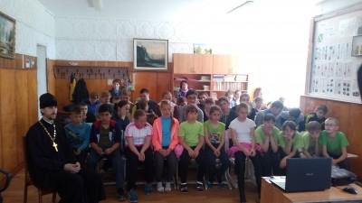 В селе Ухтинка священник встретился с учащимися общеобразовательной школы