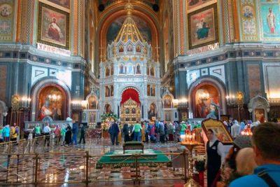 Прихожане Никольского храма Пензы поклонились святым мощам Николая Чудотворца в храме Христа Спасителя