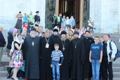 Сотрудники и прихожане Успенского кафедрального собора посетили святые места Московской области и Москвы