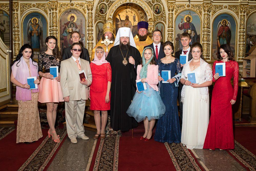 Выпускникам православной гимназии вручили аттестаты