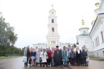 Приход храма в честь Тихвинской иконы Божией Матери села Ермоловка посетил Дивеево