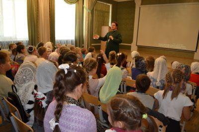 После летних каникул возобновились занятия в воскресной школе Петропавловского храма