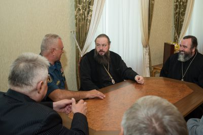 Представители МЧС России передали епархии средства на строительство Спасского кафедрального собора