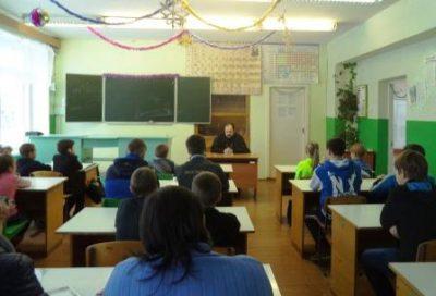 В селе Дигилевка состоялась встреча учащихся со священнослужителем