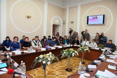 Председатель юридического отдела Пензенской епархии приняла участие в заседании круглого стола в Законодательном Собрании области