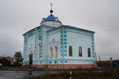 Митрополит Серафим совершил Литургию во Введенской церкви села Низовка Каменского района